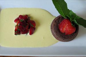 Minty-berries-cake