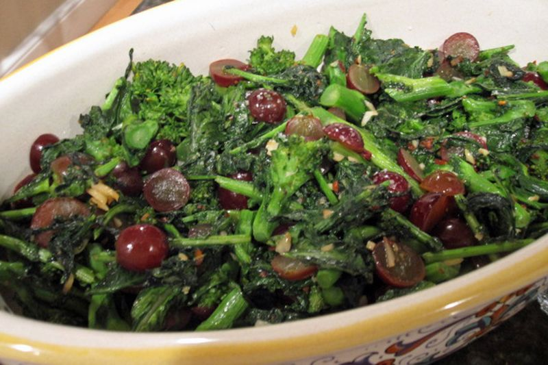 Broccoli-raab-with-grapes